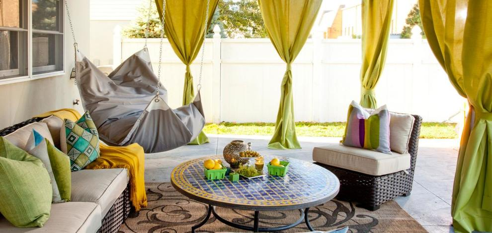 Full bp hcocl101h outdoor room with curtains 72257 50613 h.jpg.rend .hgtvcom.1280.960 1